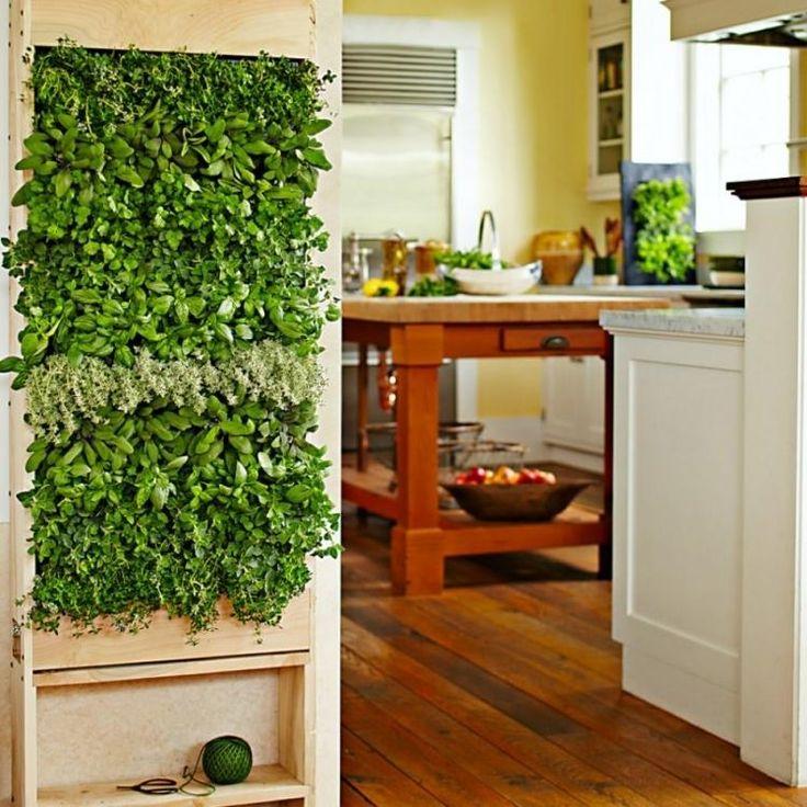 cuisine campagnarde avec lot central en bois et mur vgtal - Cuisine Taupe Claire Et Mur Eb