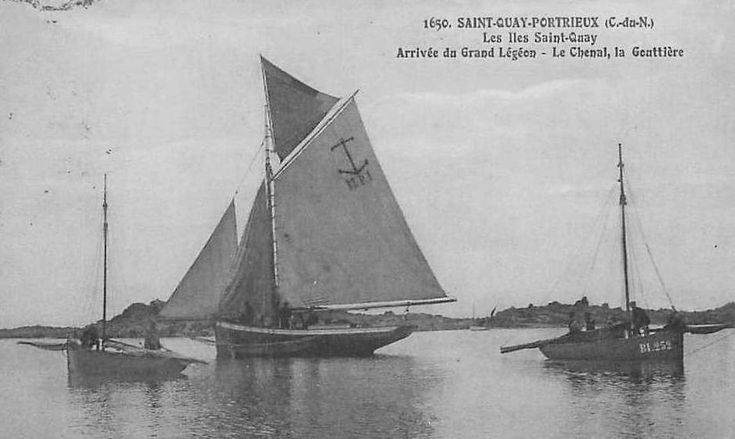Le gréement du Grand-Léjon est particulièrement gracieux, au mouillage pour la marée au Iles St Quay l'immatriculation BI correspond au quartier maritime de Binic