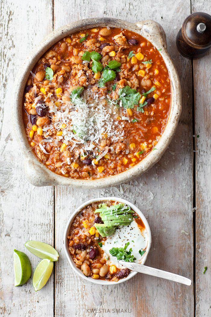 Chili con carne z indyka z kaszą pęczak, fasolą i kukurydzą
