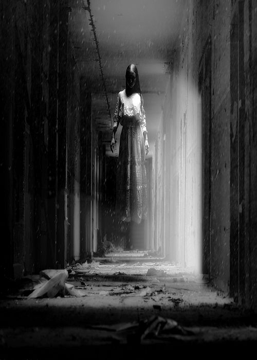 This would freak me out to see in a dark hallway...