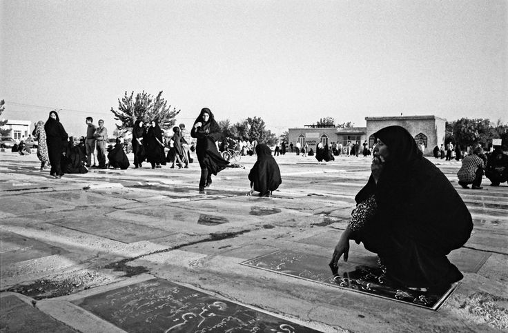 doc! photo magazine presents: Ciro Battiloro - IRAN: LIFE, DEATH, AND PRAYER @ doc! #32 (pp. 123-145)