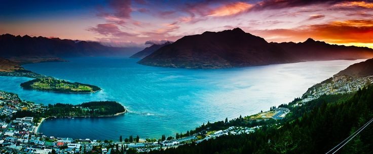 A beautiful sunset over Lake Wakatipu and Queenstown. #NewZealandwalkingtours #WalkingNewZealand #NewZealandVacations