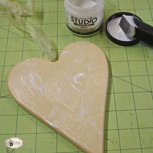 A highly recommended type of decoupage glue