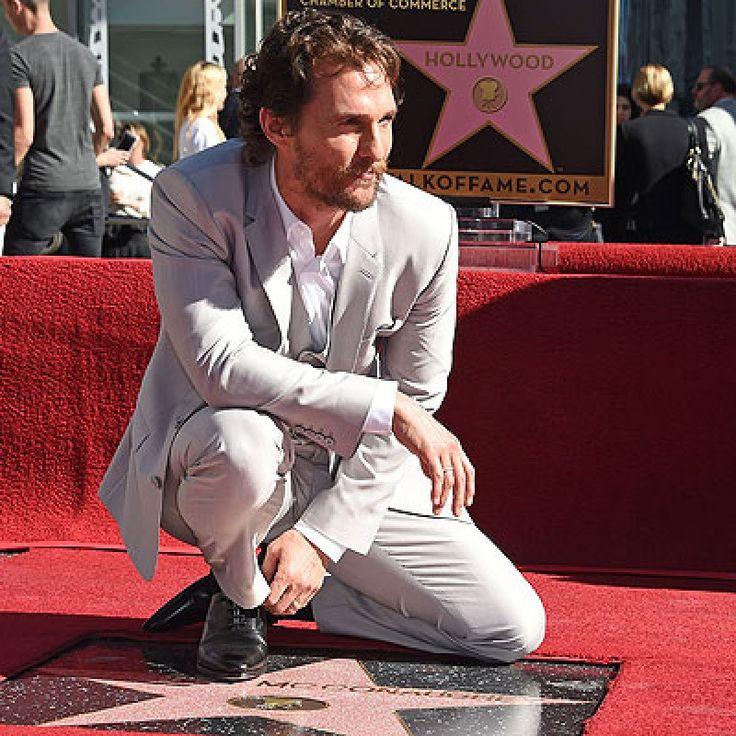 """Matthew McConaughey: así recibió su estrella en el Paseo de la Fama. – LOS ANGELES.- El ganador del Oscar Matthew McConaughey recibió su estrella en el Paseo de la Fama de Hollywood. """"Tengo mi nombre en el Paseo de la Fama de Hollywood"""", dijo entusiasmado el protagonista de """"Interstellar"""", durante la ceremonia que se realizó en el famoso... #celebridades #fama #matthewmcconaughey"""