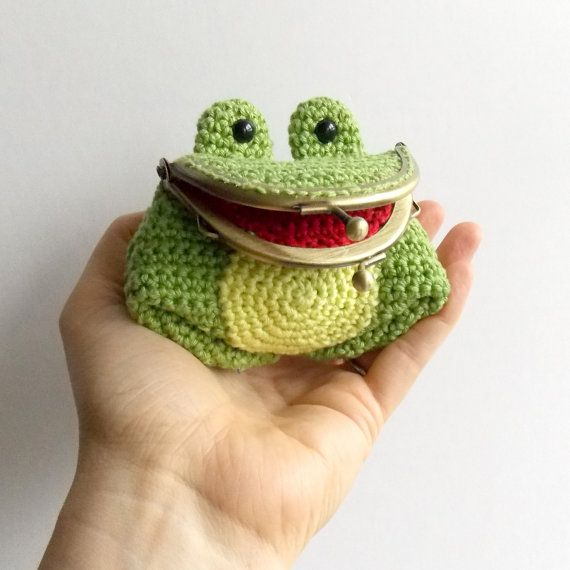 Freddie The Frog  Amigurumi Coin Purse Pattern by irenestrange
