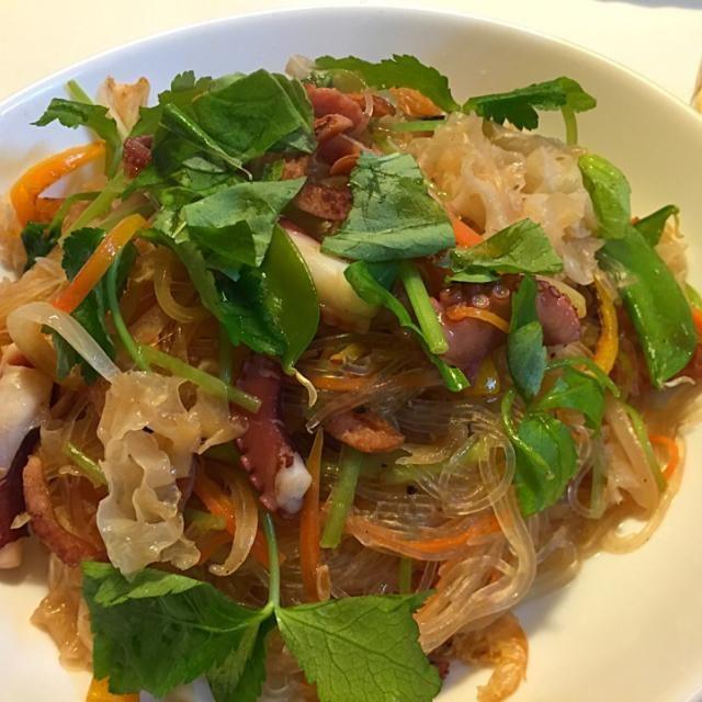 家内がタイで食べる料理の再現 白木耳はお土産 - 87件のもぐもぐ - 白木耳とタコとソーセージのヤムウンセン by sasachanko