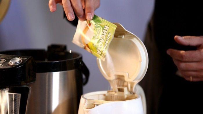 Как очистить электрический чайник от накипи: полезные лайфхаки и советы для идеальной чистоты http://happymodern.ru/kak-ochistit-elektricheskij-chajnik-ot-nakipi/ Засыпать лимонную кислоту необходимо прямо в чайник