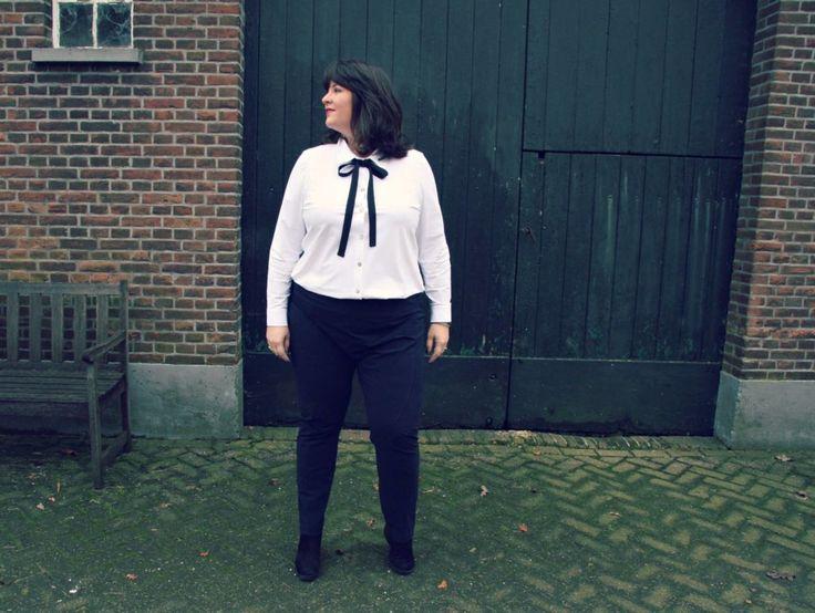 plusbasics, de perfecte witte blouse, grote maten, met strik