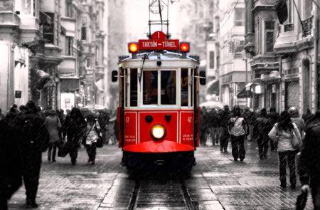 İstanbul Türkiye'nin tarihi ve kültürel anlamda en zengin şehri olarak kabul edildiği için adım başı fotoğraf çekebilirsiniz. Tarihi mekan ve mimari fotoğrafçılığı, portre fotoğrafçılığı, manzara fotoğrafçılığı için mükemmel yerler keşfedersiniz.  http://www.fotografcilikkursu.com.tr/turkiyede-fotograf-cekilecek-en-iyi-yerler/ #fotograf #fotografcılık #fotografcılıkkursuf