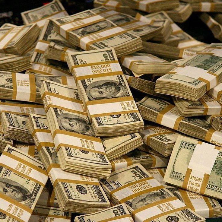 К чему снятся крупные бумажные деньги — купюры в пачках, которые вы легко и радостно раздаете?