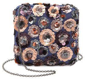 Pin for Later: Es ist nie zu früh für Pailletten Santi Floral Clutch Santi Floral Clutch (193,17 €)
