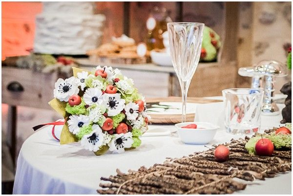 Snow white table | Fairytale weddding theme on French Wedding Style © Rebecca V. Plasticienne Photographe Photographe Mariage Ile de France Normandie