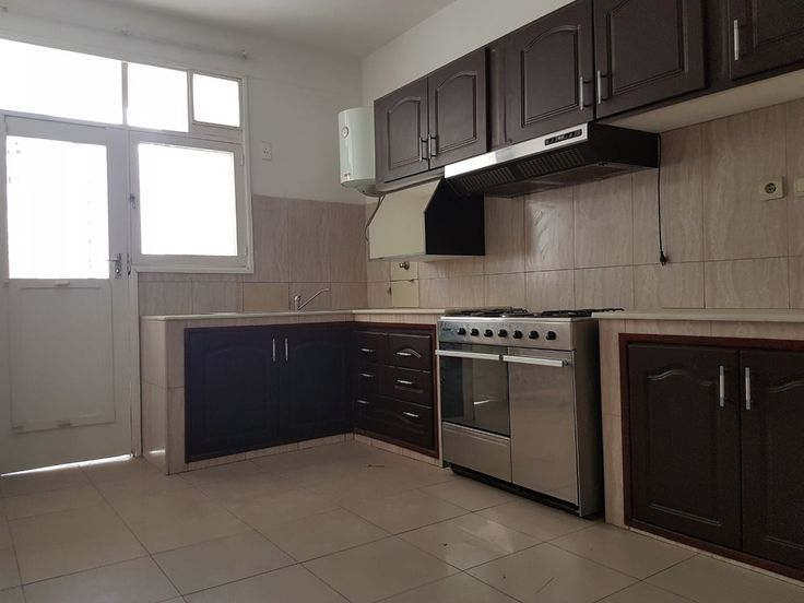 3 bedroom apartment for rent situated along Av. Julius Nyerere in Polana, Maputo. Apartment consists of: 3 bedrooms, 1 bathroom, equipped kitchen, living room, 2 balconies, air conditioned, service area and parking for 1 car. For Rent – $ 1.167 / Mzn 700.000 (fixed price - Negotiable)