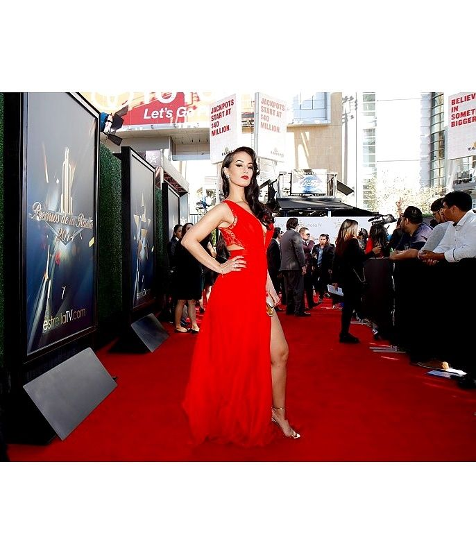 """The Latin diva Victoria Ortiz """"La Mala"""" rocked the red carpet in a supersexy CRISTALLINI open back red dress at Premios de La Radio, event held in Los Angeles at Nokia Theatre L.A. LIVE! By wearing this glamorous CRISTALLINI gown made out of natural silk chiffon and precious Marco Lagattolla hand embroidered lace, the beautiful singer became one of the best-dressed celebrities present at the event."""
