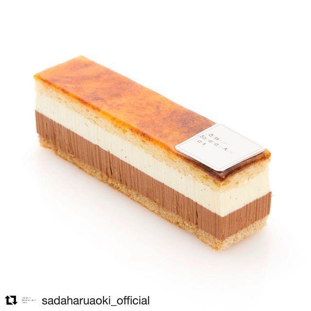 #Repost @sadaharuaoki_official (@get_repost) ・・・St Marc  キャラメリゼが美味しいケーキ「サンマルク」<丸の内店限定> . 4/1 より #サダハルアオキ丸の内店 で、フランス伝統菓子の「サンマルク」を販売します。 . アーモンドプードルで仕立てたビスキュイジョコンドをキャラメリゼし、なめらかに溶け合うクレームヴァニーユとクレームショコラをサンドしました。 . キャラメリゼの香ばしくほどよい苦みに、やさしく広がるクレームの美味しさが重なり、より深い味わいに。 . 丸の内店だけの限定ケーキをぜひお楽しみください。 . 店舗情報はアカウントトップ @sadaharuaoki_official のHPよりご覧ください。  #sadaharuaoki #サダハルアオキ #デザート #デセール #dessert #love #ショコラ#paris #パリ #instasweets #スイーツ  #インスタスイーツ#スイーツ部  #ケーキ #ケーキ部 #キャラメリゼ  #キャラメル #フランス菓子#サンマルク…