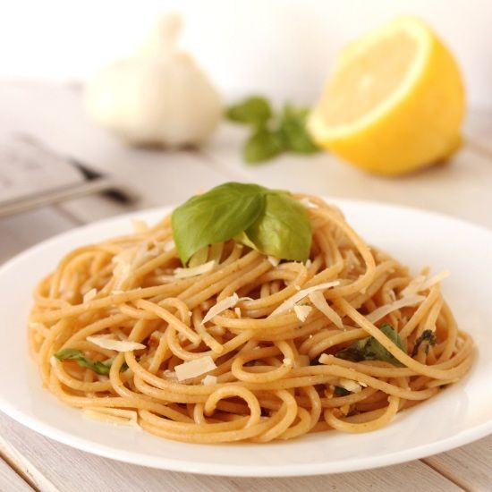 Lemon Garlic Whole Wheat Spaghetti + 4 other delicious recipes on this week's meal plan.