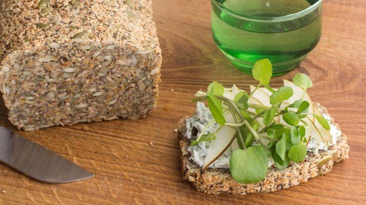 Zadenbrood met geitenkaas en geparfumeerd water | VTM Koken