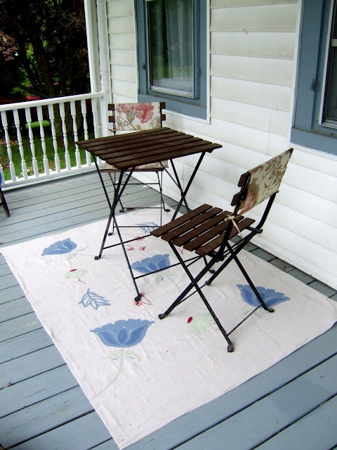 Little Victorian: Dropped $8 on our new outdoor rug