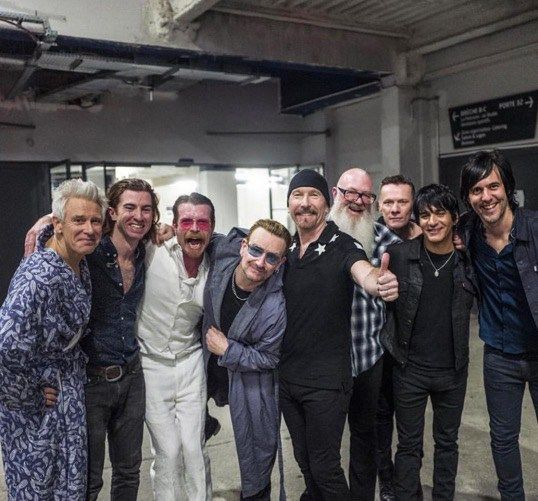 Eagles Of Death Metal se une a U2 en el escenario en el último concierto de U2ieTour en París