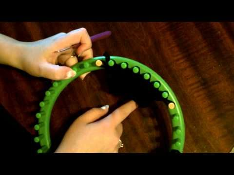 How to make ear flaps on round loom knit (knifty knitters). I've been looking for this! Clear and simple directions. =]