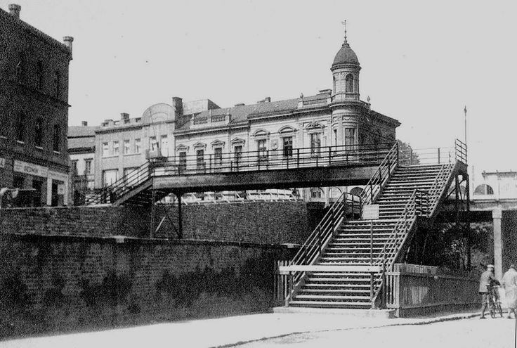 Lávka postavená v roce 1893, demontovaná v květnu 1923 (fotografováno krátce před demontáži)