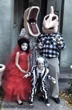 Beetlejuice Family DIY Halloween costumes. So freaking awesome! I wanna do this @Sarah Chintomby Chintomby Montgomery