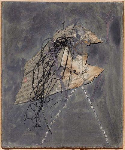 Antoni Tàpies Figura de papel de periódico e hilos