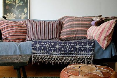 Love the pillows. You can use any covers that match your decor. So cumfy and inviting looking.
