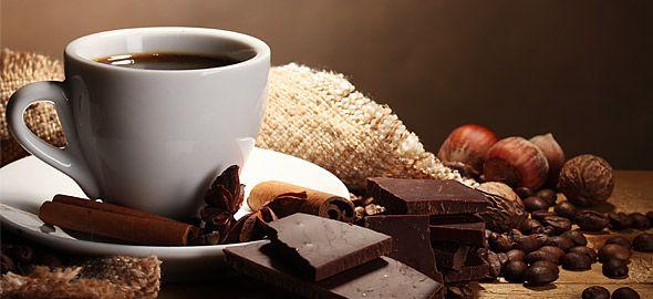 Τσάι του βουνού με πορτοκάλι ή μήπως ζεστή σοκολάτα με μπαχαρικά; Δείτε πώς θα φτιάξετε απολαυστικά ζεστά ροφήματα.