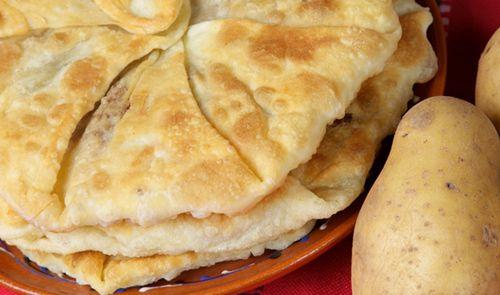 Plăcinte cu cartofi şi brînză - Paste făinoase şi produse de patiserie
