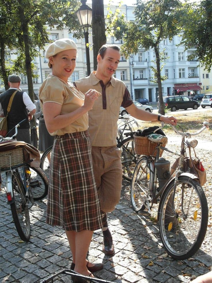 #TweedDay #tweedskirt #tweedknickerbockers #knickerbockers #vintagefashion #vintage #tweed #1920s #1930s #1940s #historical #bycicle #tweedrun #berlin #charlottenburg