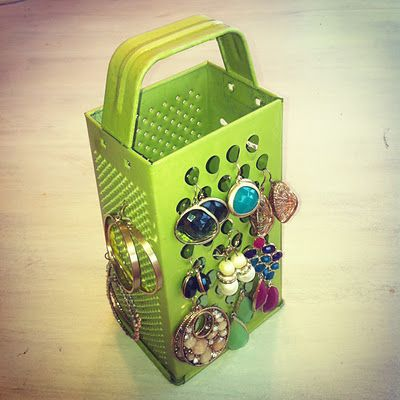 Earring Holder.... why didn't I think of that?: Organizations Earrings, Crafts Ideas, Organizations Solutions, Earrings Holders, Grater Earrings, Jewelry Holders, Earrings Organizations, Jewelry Organizations, Crafty Ideas