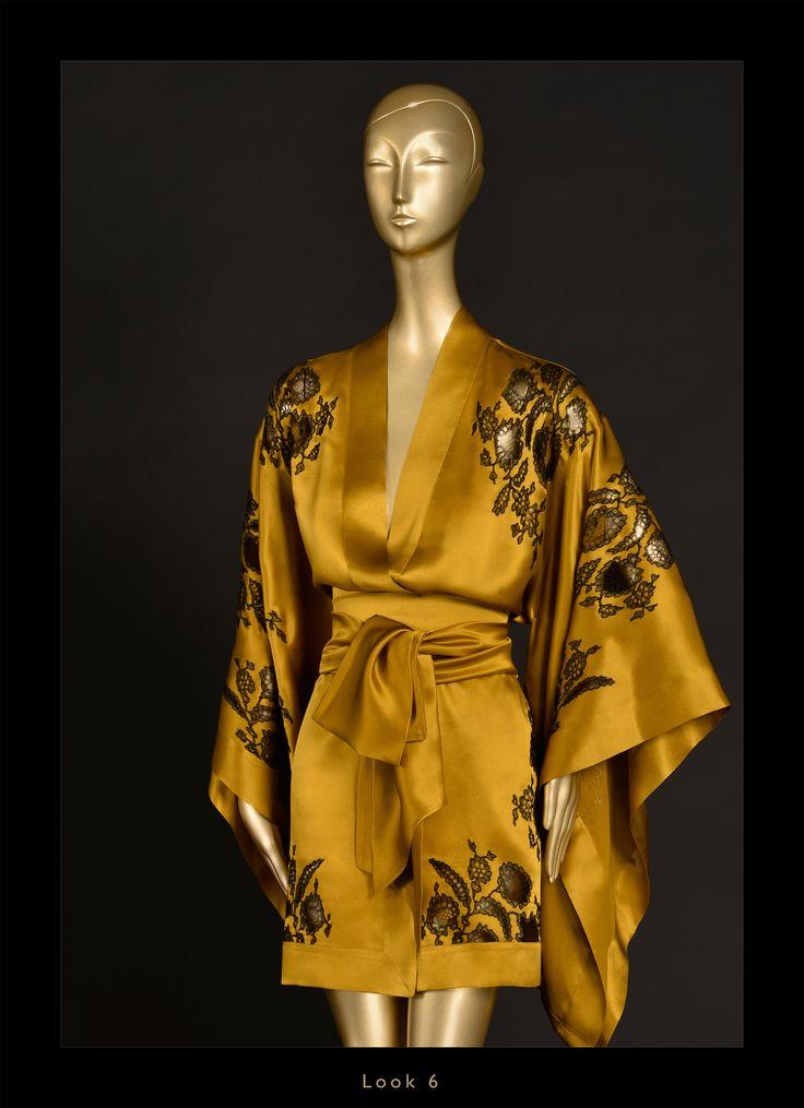 Carine Gilson Fall/Winter 2015-2016 Short Kimono Silk Satin with Lace, Gold/Black