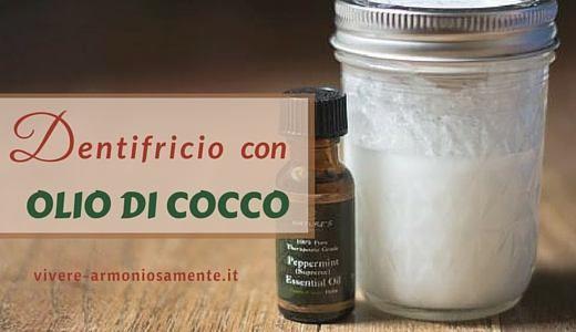 Ecco come fare un dentifricio con olio di cocco, bicarbonato e olio essenziale. Questo dentifricio naturale è sbiancante e disifetta la bocca