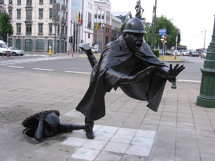 Брюссель, Бельгия. Памятник полицейскому.