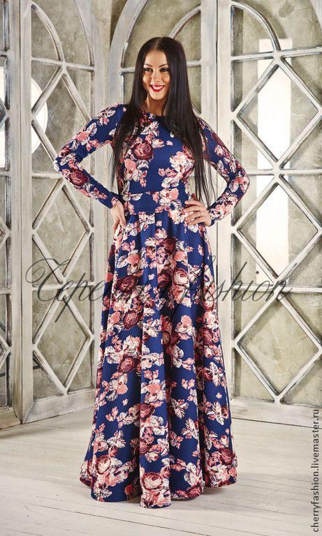 Купить или заказать Платье в пол из теплого трикотажа, с нежным цветочным принтом в интернет-магазине на Ярмарке Мастеров. Платье в пол из комфортного и приятного к телу, теплого трикотажа. Нежные пастельные цветы на темно синем фоне делают это платье нежным и стильным. Отличный вариант на каждый день и на праздни…