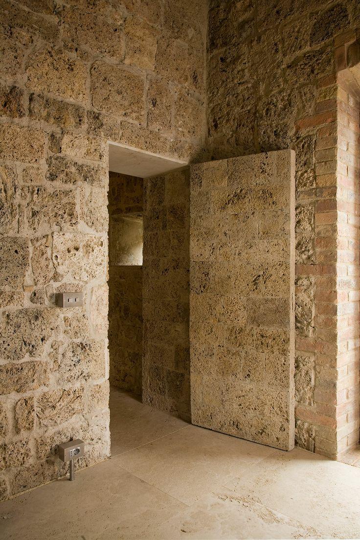 Country House in Sarteano - Stone Door.