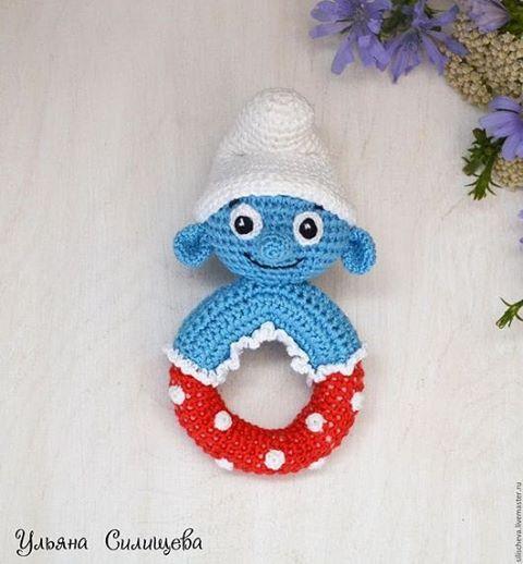 WEBSTA @ silischeva.uliana - #погремушка  #смурфик Размер -12см с шапочкой. # ульянасилищева #вязанаяигрушка  #вязаниеназаказ  #назаказ #перваяигрушка  #длямалышей #ручнаяработа  #crochet  #crochettoy #handmade  #мамулинызатеи #синиечеловечки #смурфики #вязаниедлядетей #вязанаяпогремушка #вяжутнетолькобабушки #ульянасилищева_погремушки