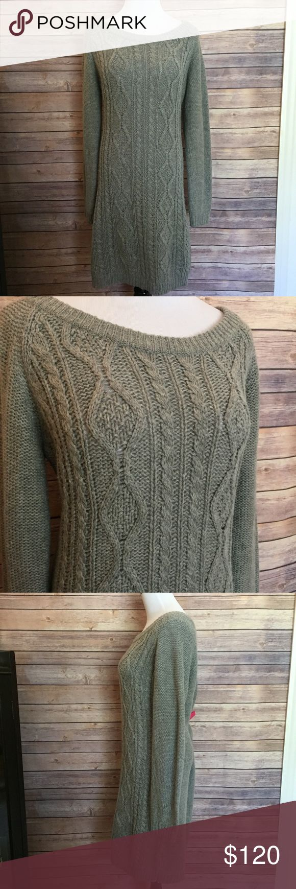 Avant premiere chunky knit sweater dress Gorgeous grey chunky knit sweater dress perfect for fall and winter paired with boots and a scarf! avant premiere Dresses Long Sleeve