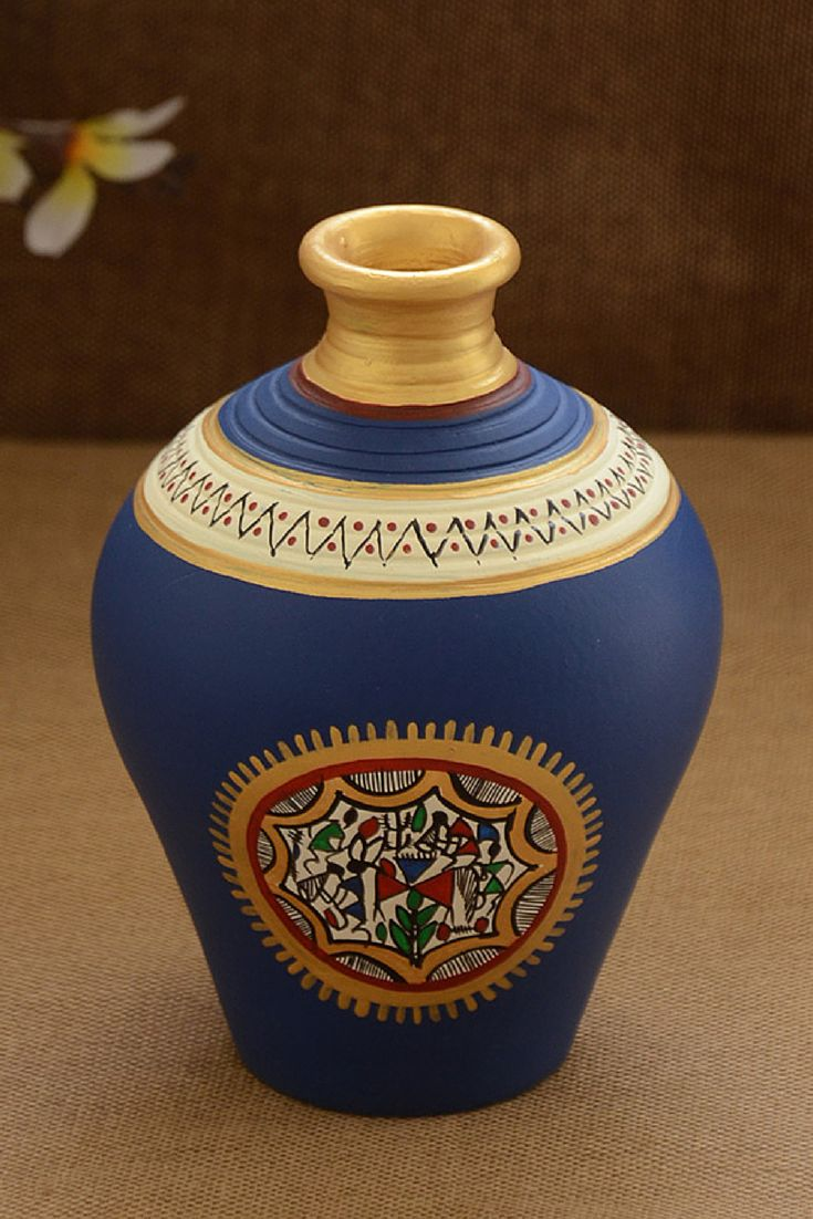 This pot is made of terracotta, brought to you from Uttar Pradesh and decorated with the Warli art, native to the tribals of Maharashtra. It is handpainted with acrylic colours in Prussian blue and gold. The minimal design on this pot will give a classy appeal to your room.