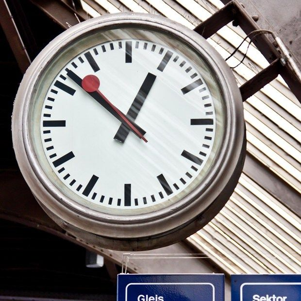 Apple agrees to pay royalties for using Swiss railway clock design in iOS (Wired UK)