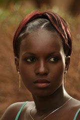 Ideia : Salimata Sy, 11 anos (Senegal) ; Realização: Kidi Bebey (2006, Cameroun).     A jovem Mimi procura marido mas não é fácil porque...