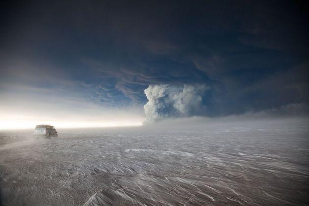 Wybuch wulkanu Grimsvotn na Islandii, 23 maja. Chmura pyłu wymusiła zamknięcie islandzkiej przestrzeni powietrznej i wywołała obawy przed paraliżem podobnym do tego w 2010 r. Fot. Jon Magnusson/Getty Images/Flash Press Media