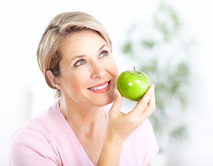 La menopausa è una fase naturale del ciclo vitale ma può risultare difficile gestirla nel migliore dei modi. L'articolo L'importanza della corretta alimentazione in menopausa sembra essere il primo su EsploraMi.it.
