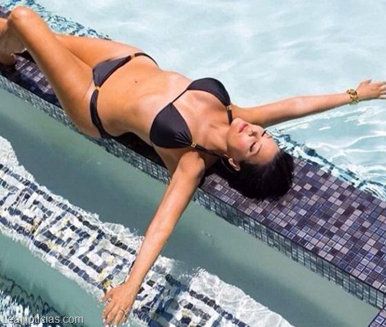 Kris Jenner revoluciona Instagram con una foto en bikini (Riquísima) - http://www.leanoticias.com/2014/01/09/kris-jenner-revoluciona-instagram-con-una-foto-en-bikini-riquisima/