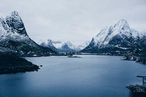 Alle Tipps und Infos für eine Reise auf die Lofoten in Norwegen: Planung, Anreise, Unterkünfte, Mietwagen, Wetter und Verpflegung vor Ort.