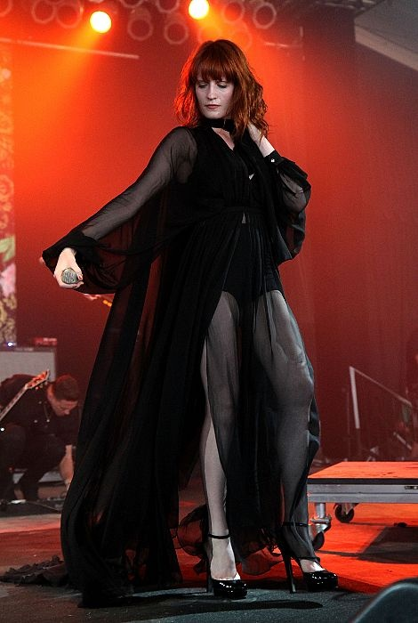 Florence has the most amazing wardrobe... love this beauty from Bonnaroo. Reminds me of Endora from Bewitched (and I ALWAYS wanted her wardrobe!)