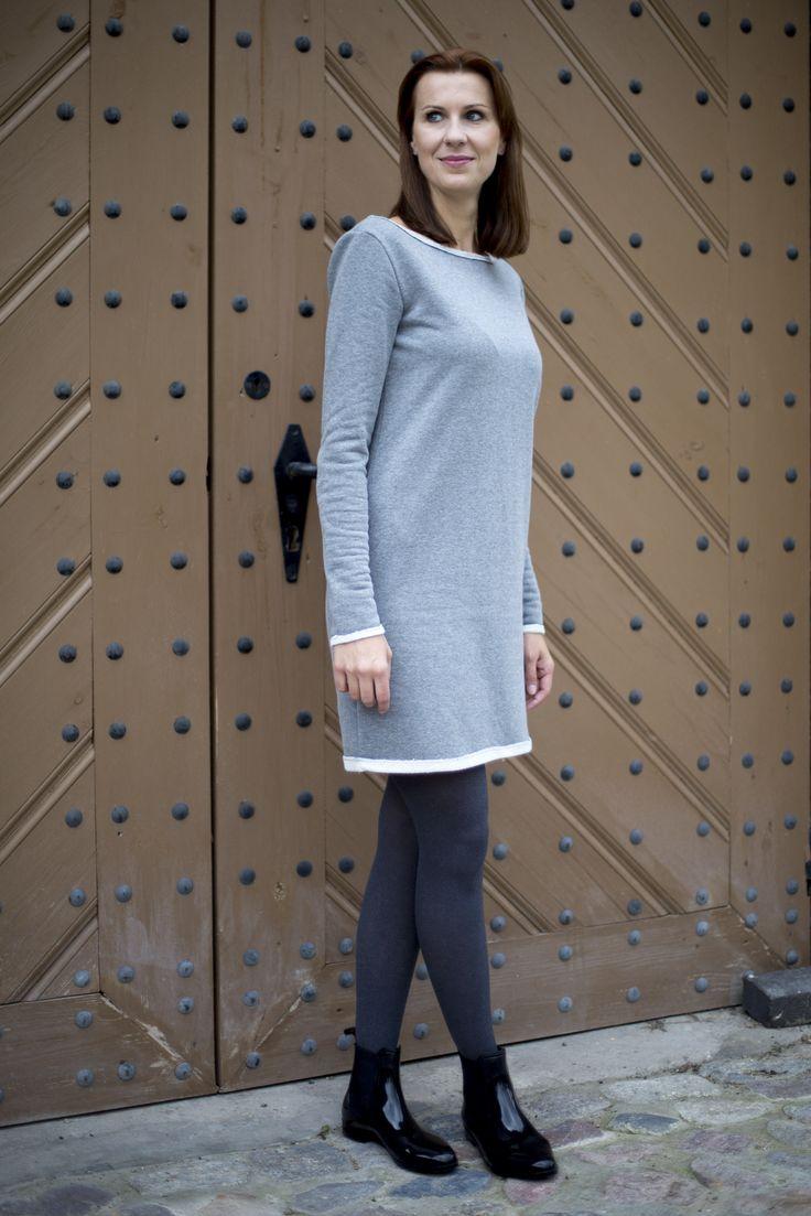 """Clara / Sukienka dresowa. Sukienka z miękkiej, wysokogatunkowej dzianiny dresowej o średniej grubości w kolorze pięknej szarości, wewnętrzna strona materiału w kolorze białym o strukturze delikatnego łańcuszka, o prostym kroju w kształcie litery """"A"""", swobodna i wygodna,idealna na jesień i zimę. #fashion #autumn #polishfashion #women #casual"""