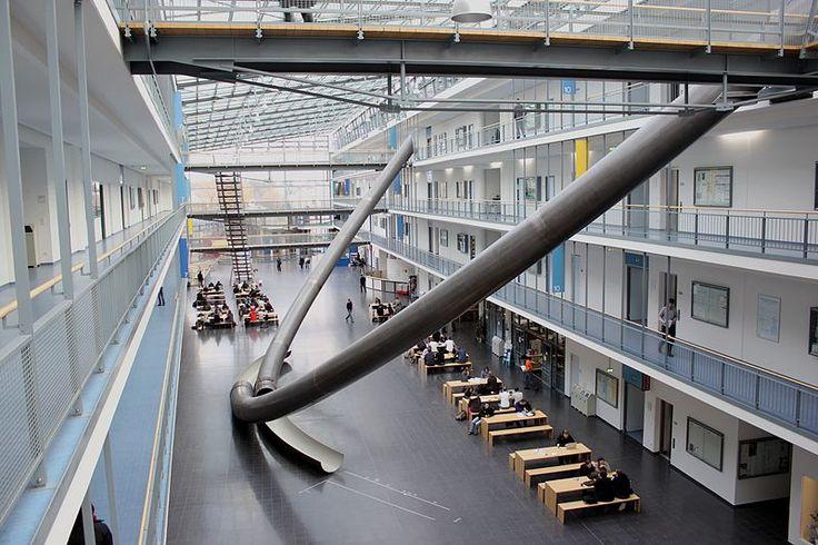 File:MI-Gebäude der TU München Magistrale1.JPG