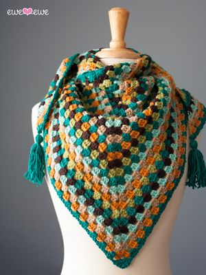 ao <3<3<3 I love this modern take on the granny square! This pattern from Ewe Ewe Yarns, the Wearever Wrap, uses a classic stitch to create a chic shawl.